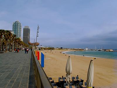 Barcelona-Head-to-the-beach