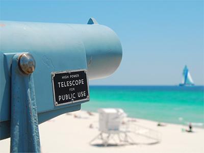 Télescope à la plage Panhandle en Floride